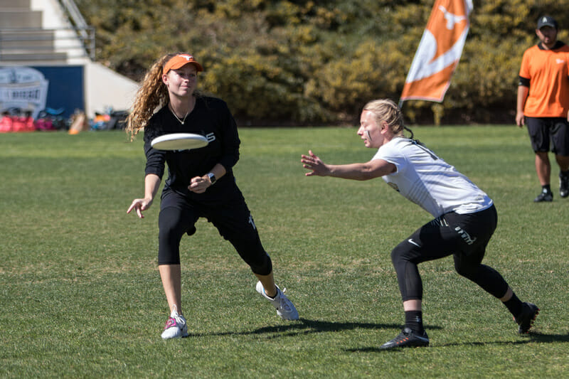Texas's Caroline O'Connell flicks a disc at the 2018 Presidents' Day Invitational.