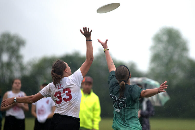 Wesleyan and Valparaiso battle for the disc at the 2017 D-III College Championships.