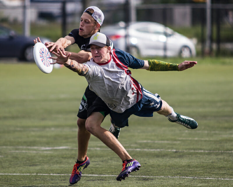 The DC Breeze's Joe DiPaula makes a huge layout D against the Empire.