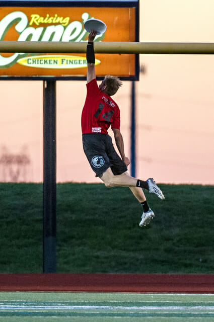 Rehder capped off his outstanding semis performance with this NFL-inspired dunk. Photo: Jeff Bell -- UltiPhotos.com