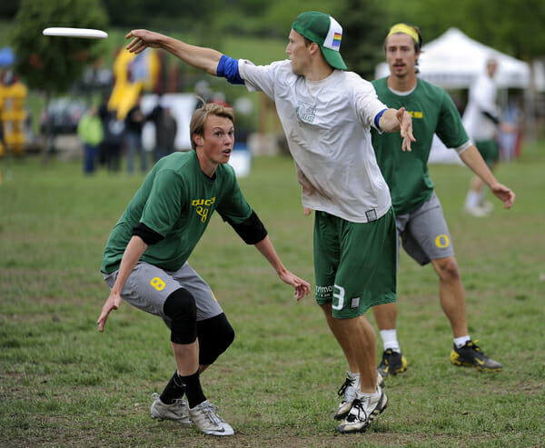A Dartmouth player throws over the top of an Oregon mark at the 2013 College Championships.