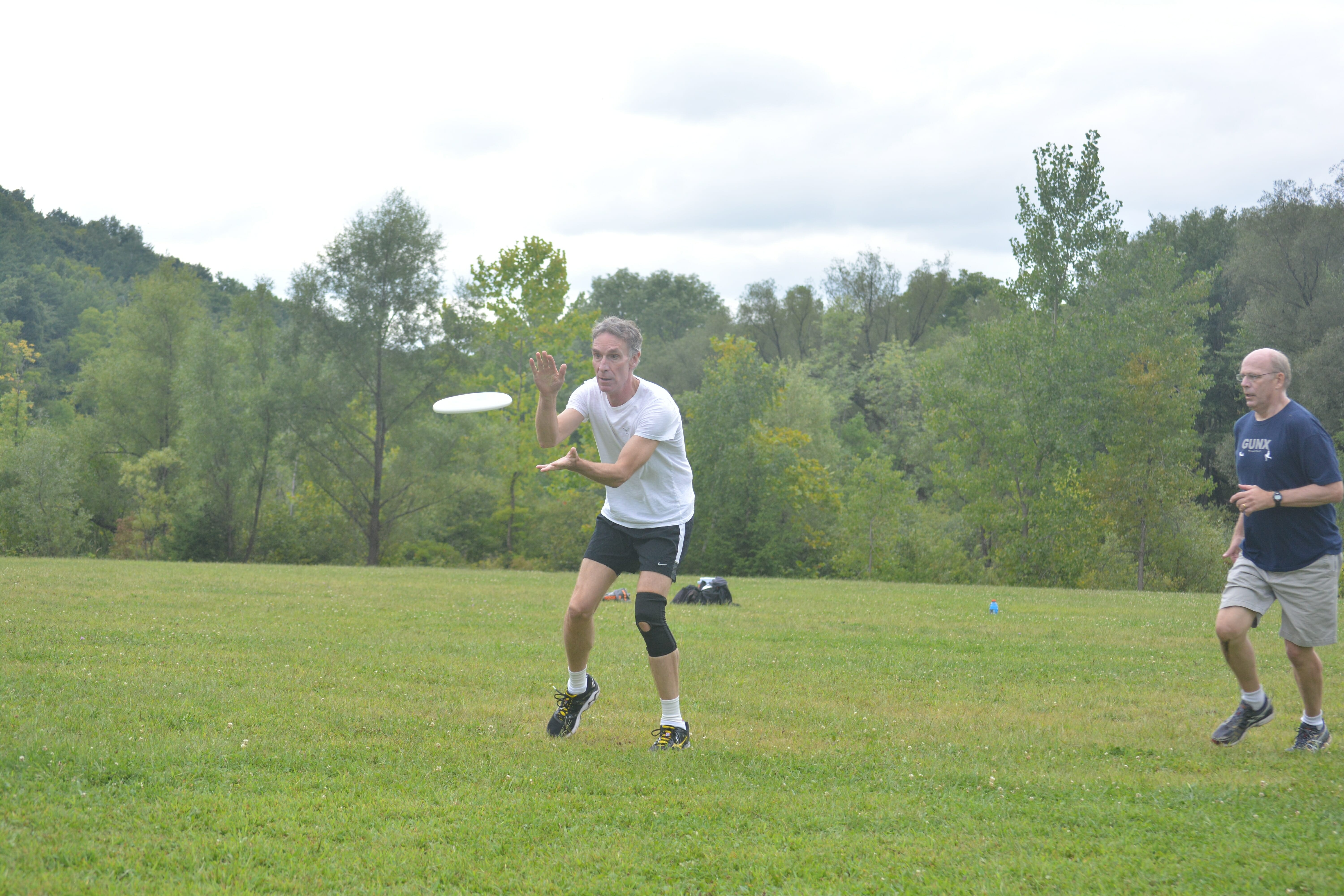 Bill Nye The Science Guy catching a disc in an ultimate game.