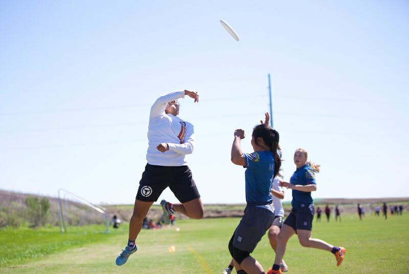 Texas' Dre Esparza pulls off the Greatest. Photo: Conrad Stoll -- UltiPhotos.com